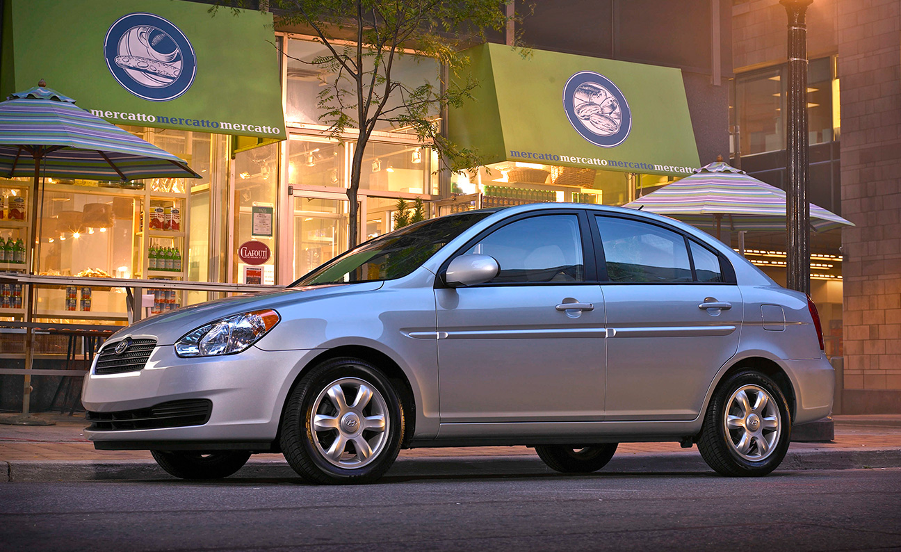 Hyundai Accent Bistro Nightime