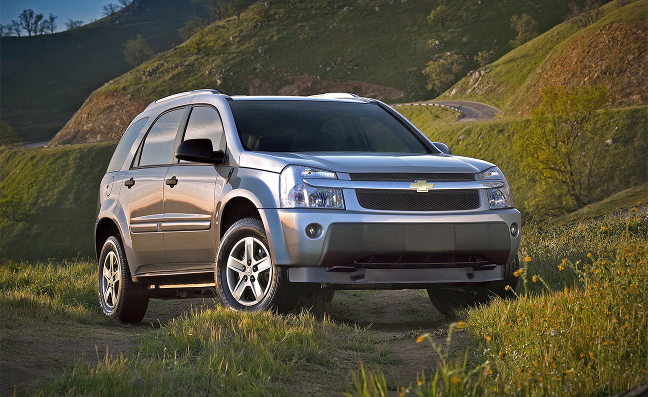 Chevrolet Equinox Front 3-4PS Beauty Static Shot in Off Road Location