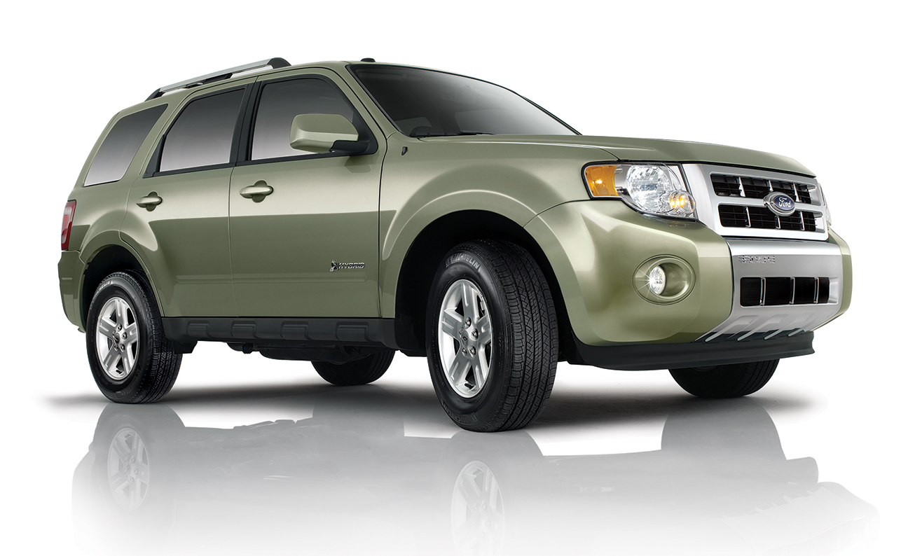 Ford Escape Studio Green Front PS 3-4 angle